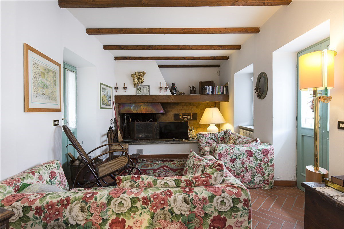 Characteristic stone house for sale on the hill of Stresa - sitting room