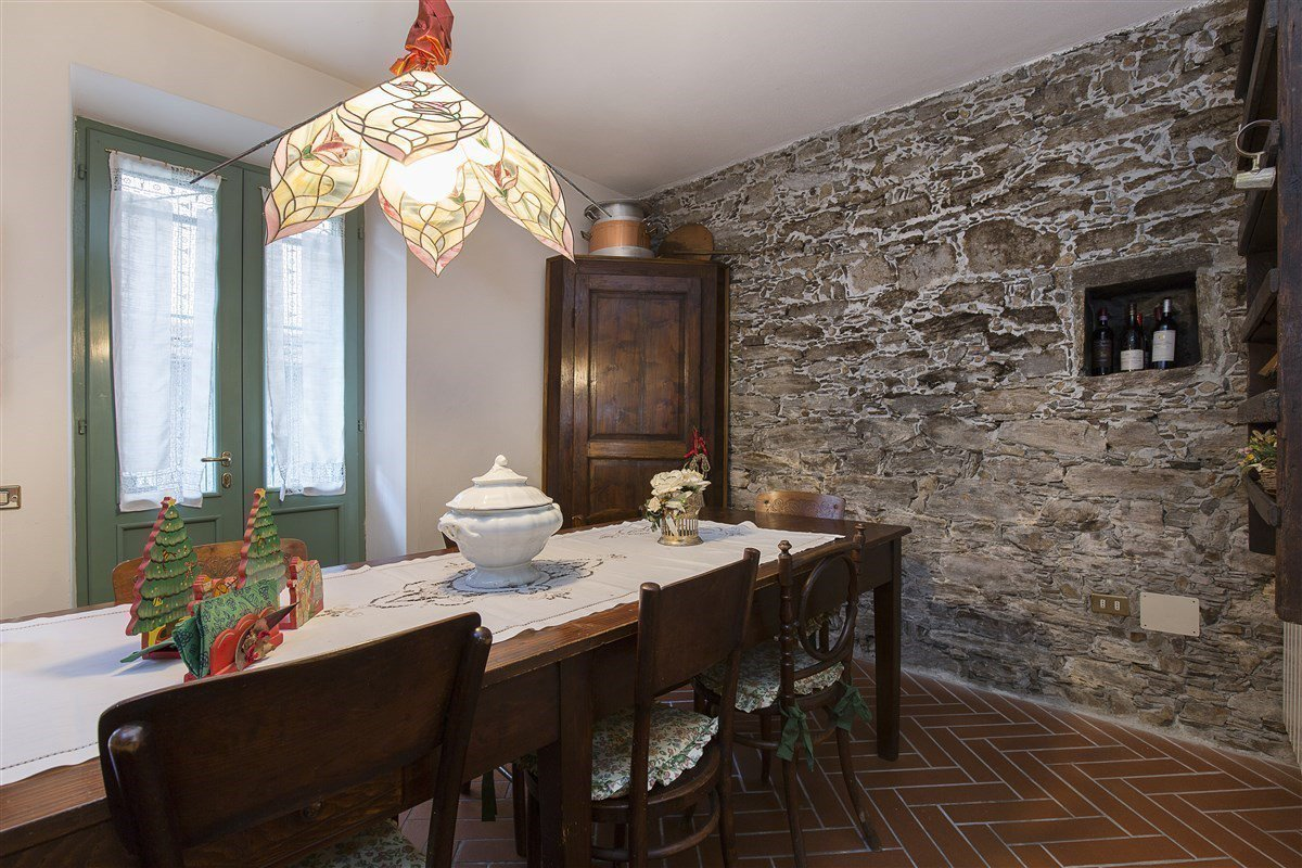 Characteristic stone house for sale on the hill of Stresa - dining room