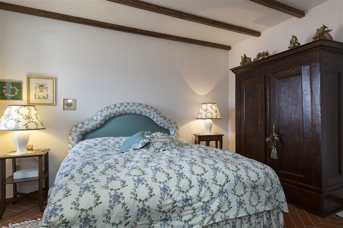 Characteristic stone house for sale on the hill of Stresa - master bedroom