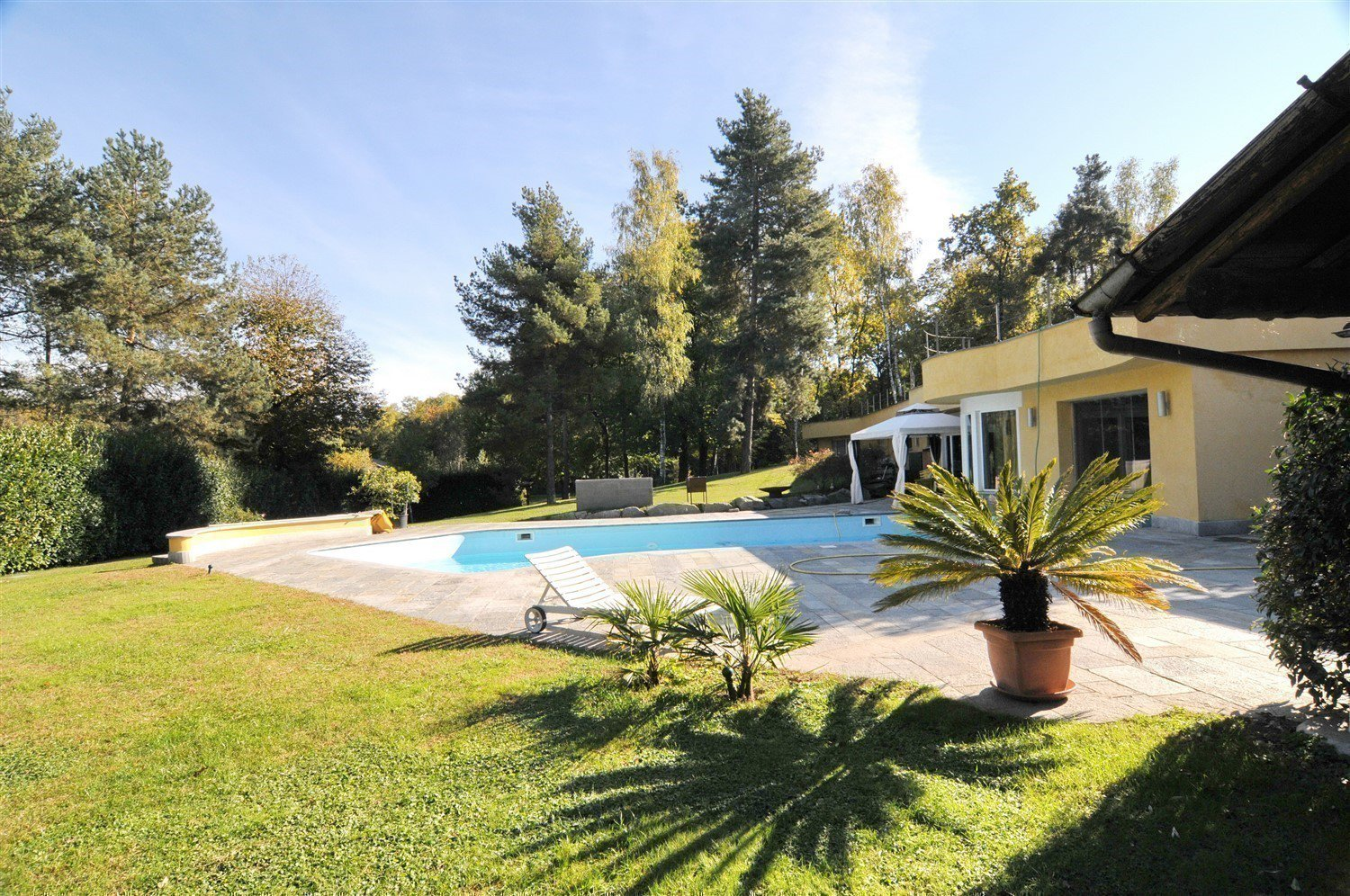 Magnificent villa for sale in Agrate Conturbia