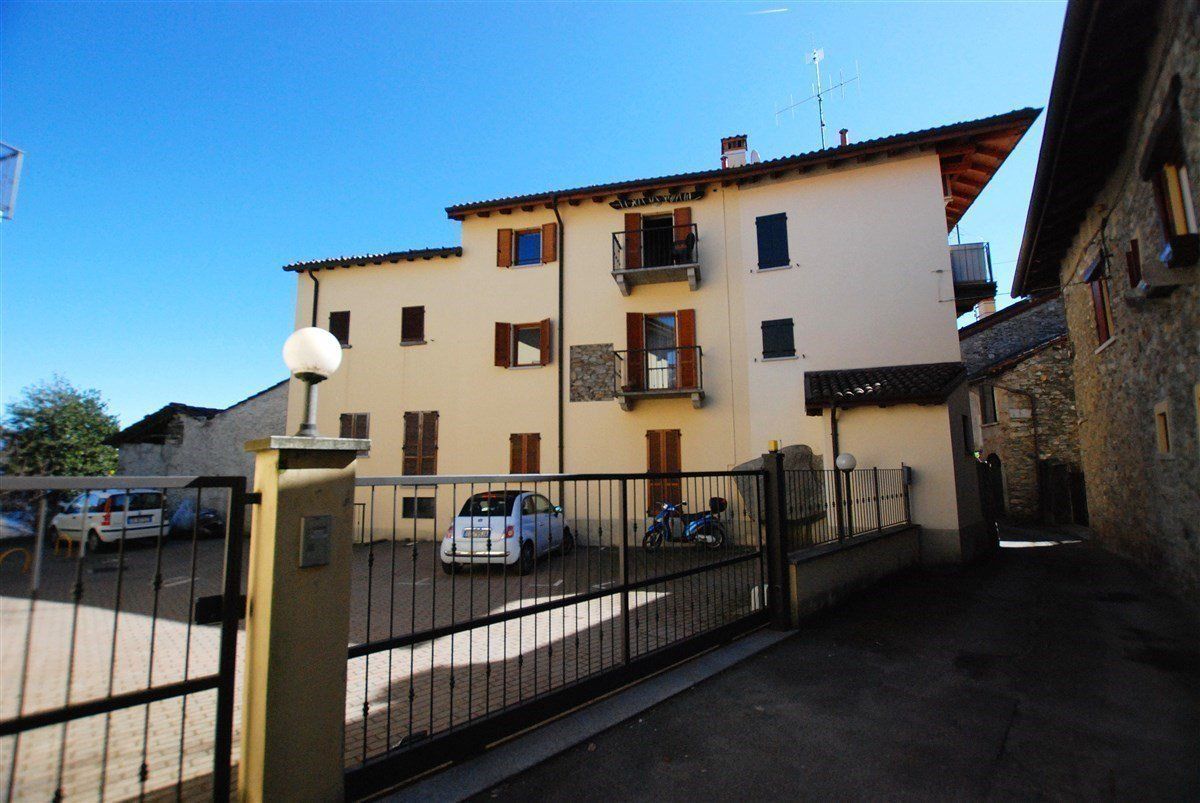 two-room  apartment furnished for sale in Stresa - entrance