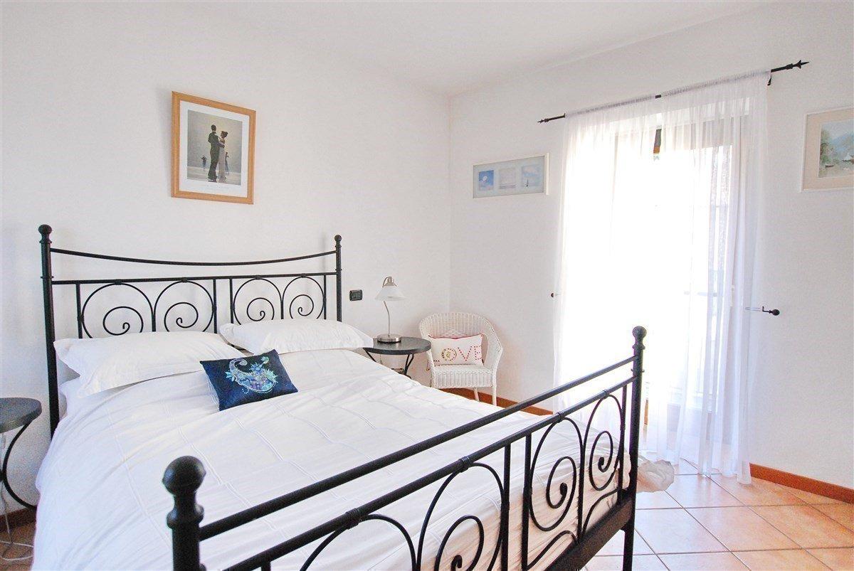 Appartamento bilocale arredato in vendita a Stresa - camera da letto matrimoniale