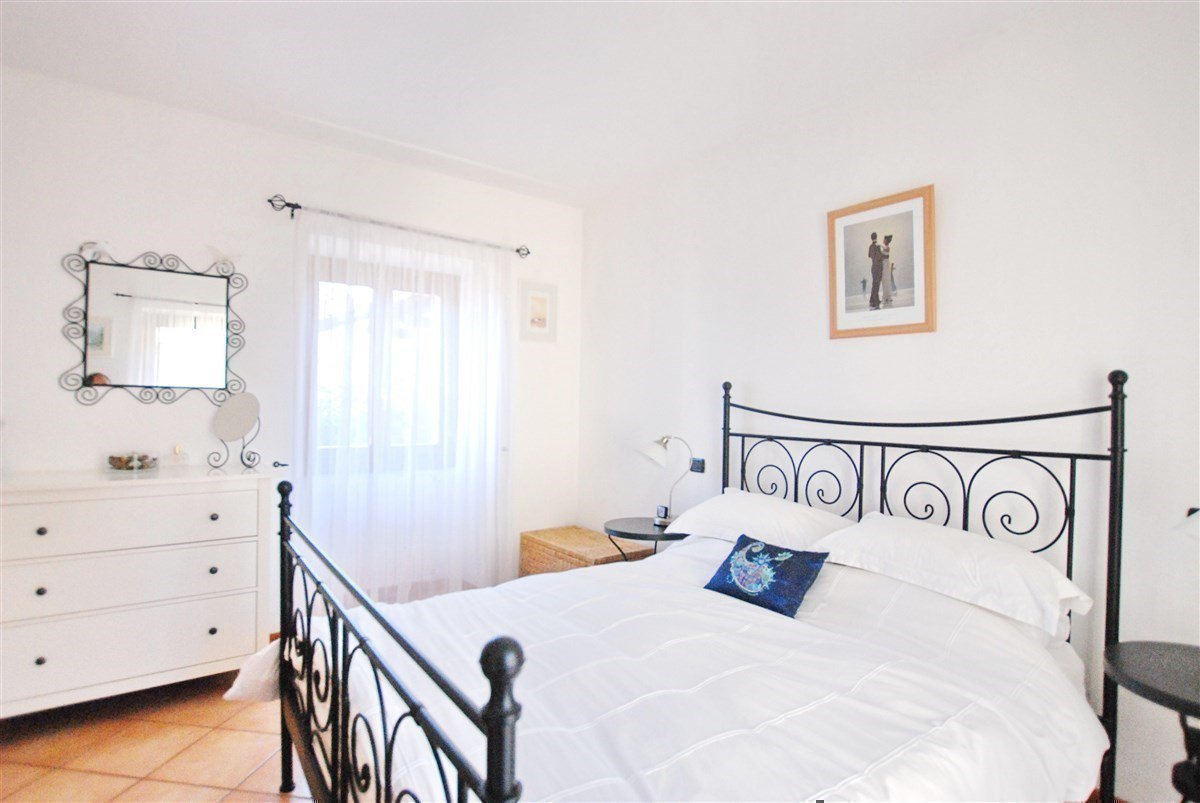 two-room apartment furnished for sale in Stresa - master bedroom