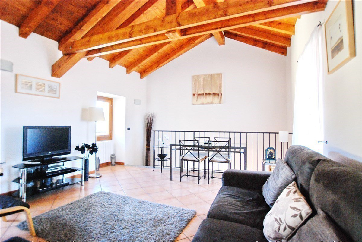 two-room apartment furnished for sale in Stresa - sitting room