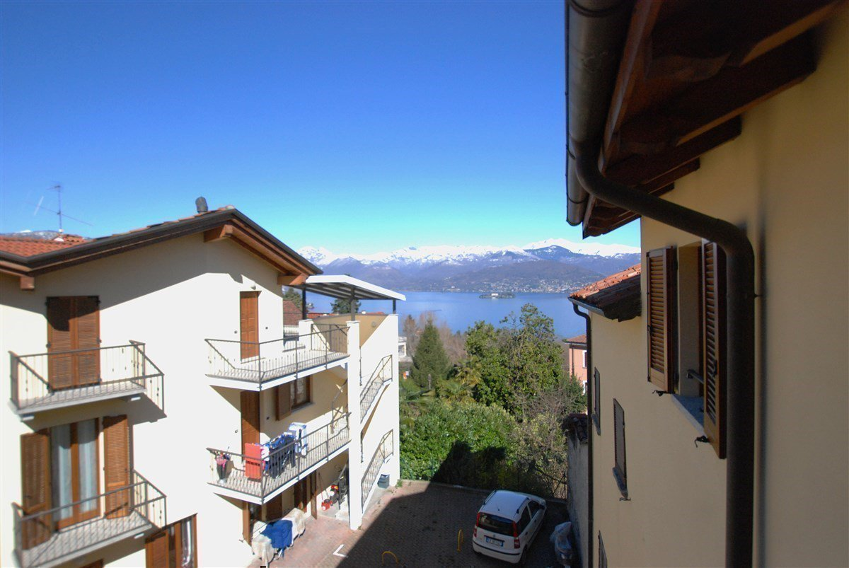 two-room apartment furnished for sale in Stresa - lake view