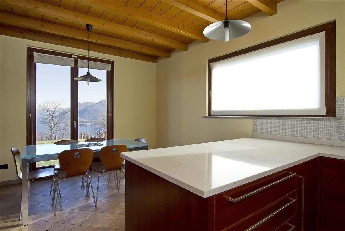 Lake view villa for sale in Magognino - large kitchen