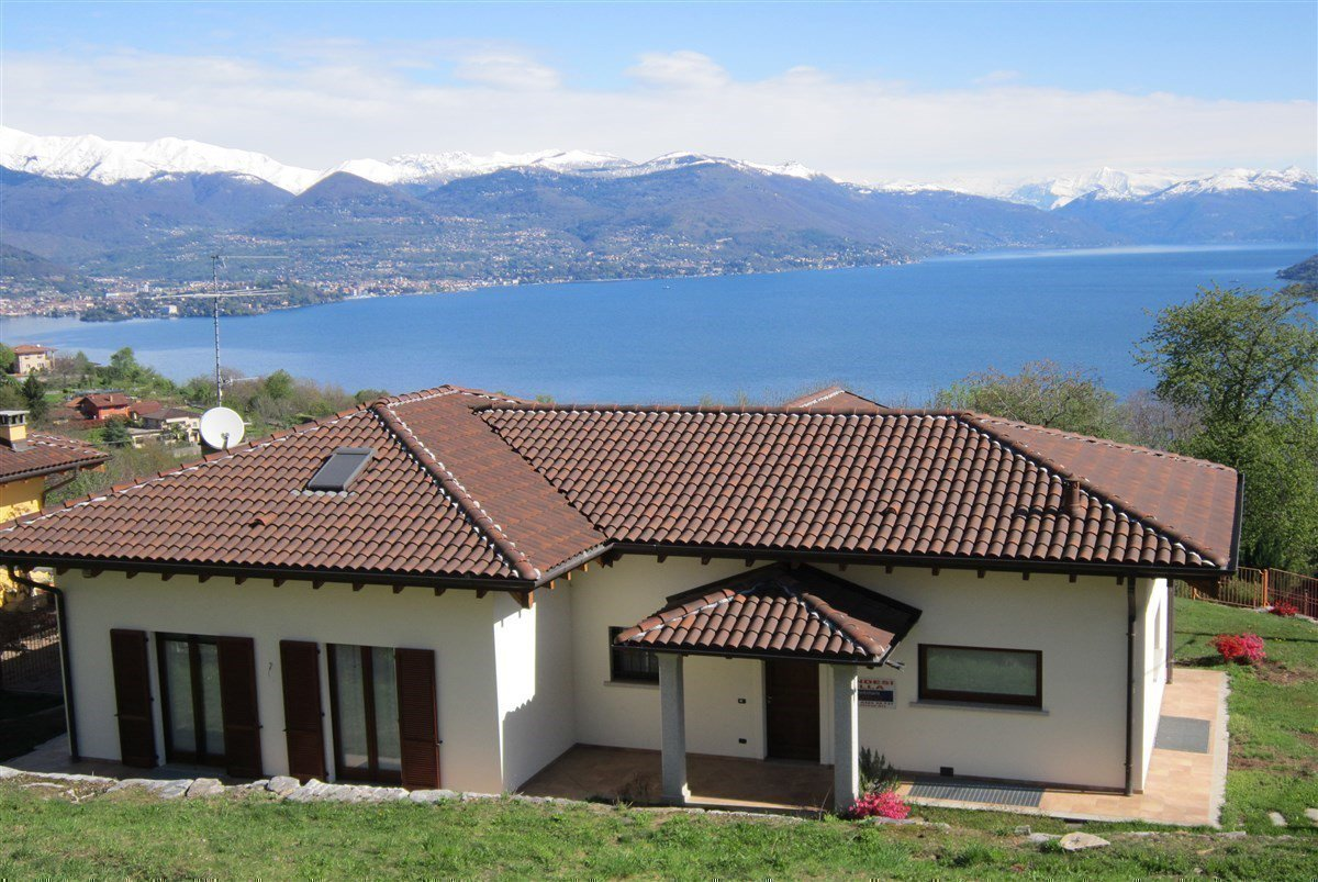 Lake view villa for sale in Magognino - panoramic view