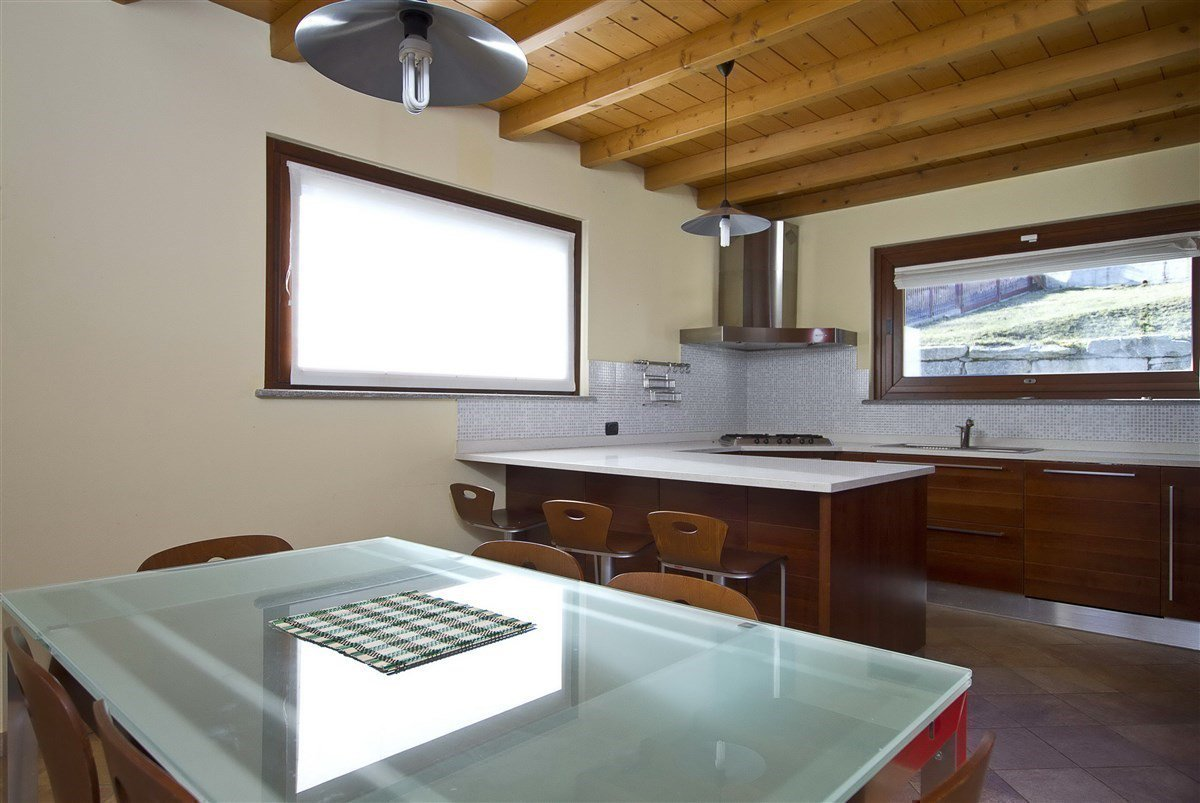 Lake view villa for sale in Magognino - kitchen