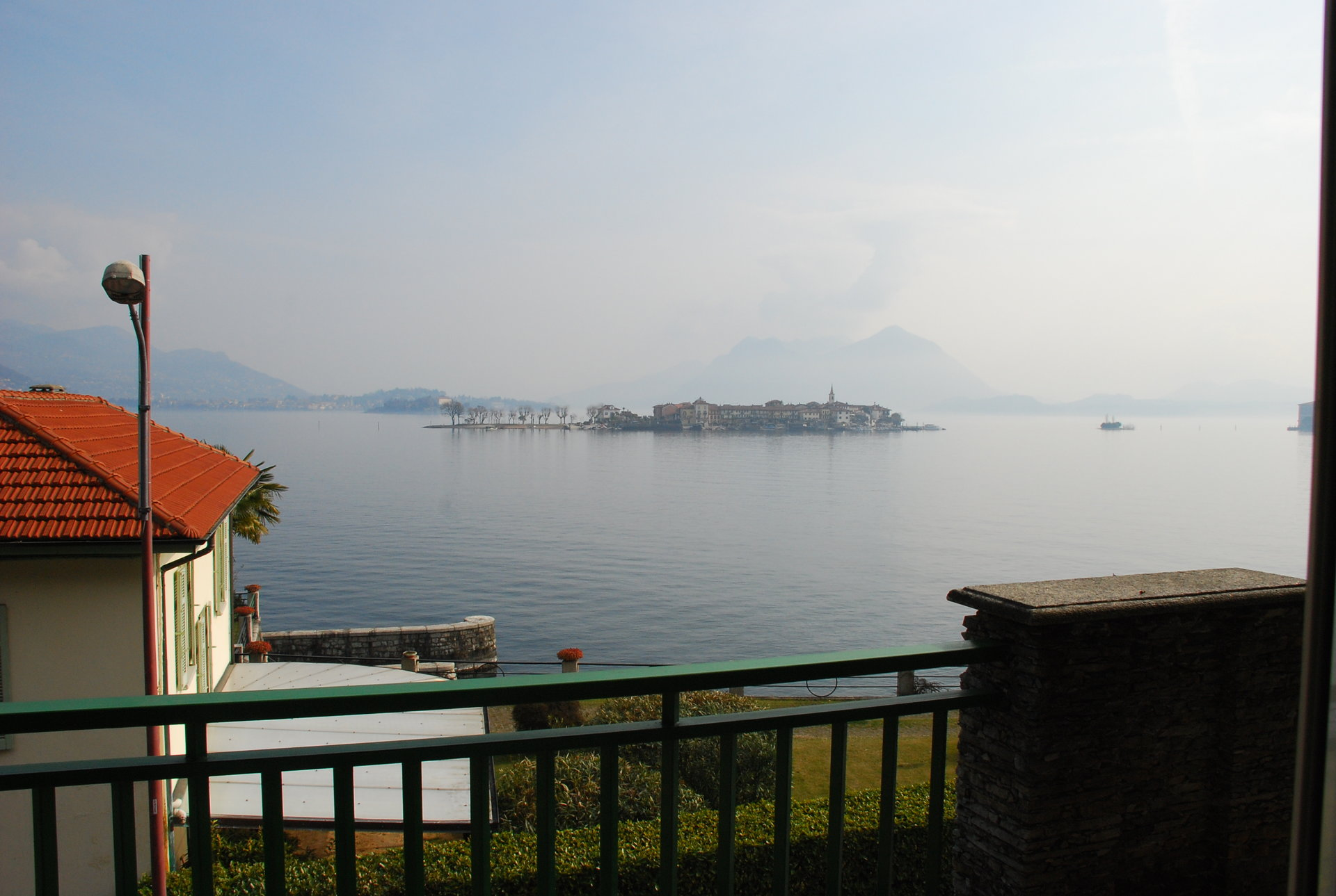 Villa for sale in front of Lake Maggiore and the Borromean islands