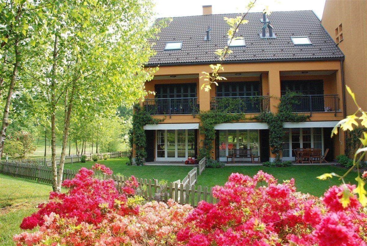 Apartment for sale in Golf Castelconturbia - flowered garden