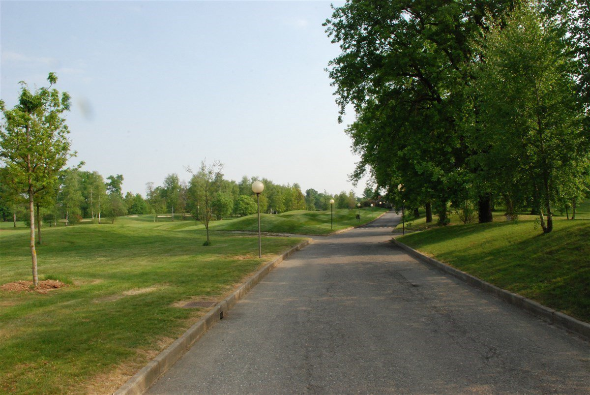 Apartment for sale in Golf Castelconturbia - driveway