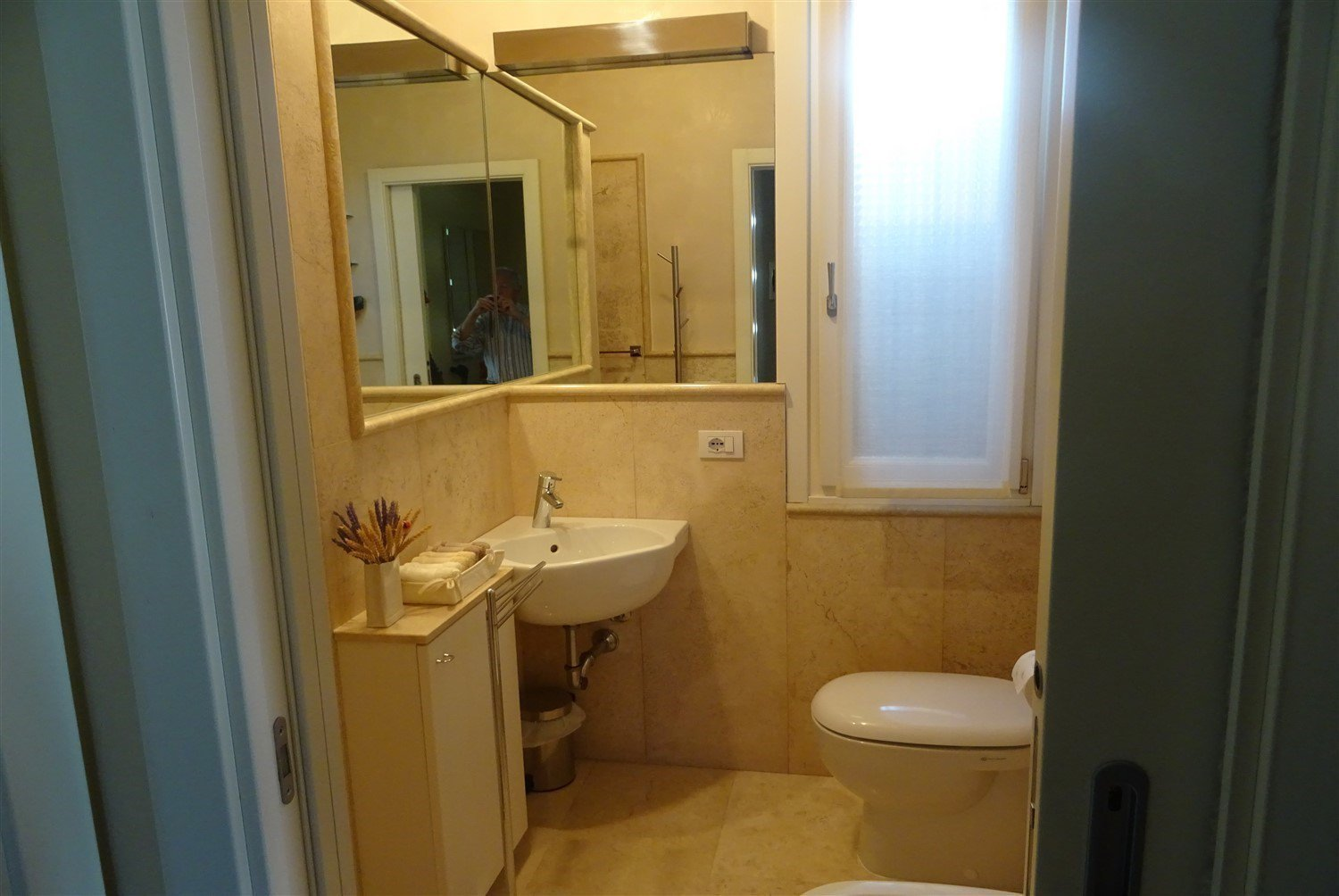 Dream apartment for sale in Sanremo sea view-bathroom