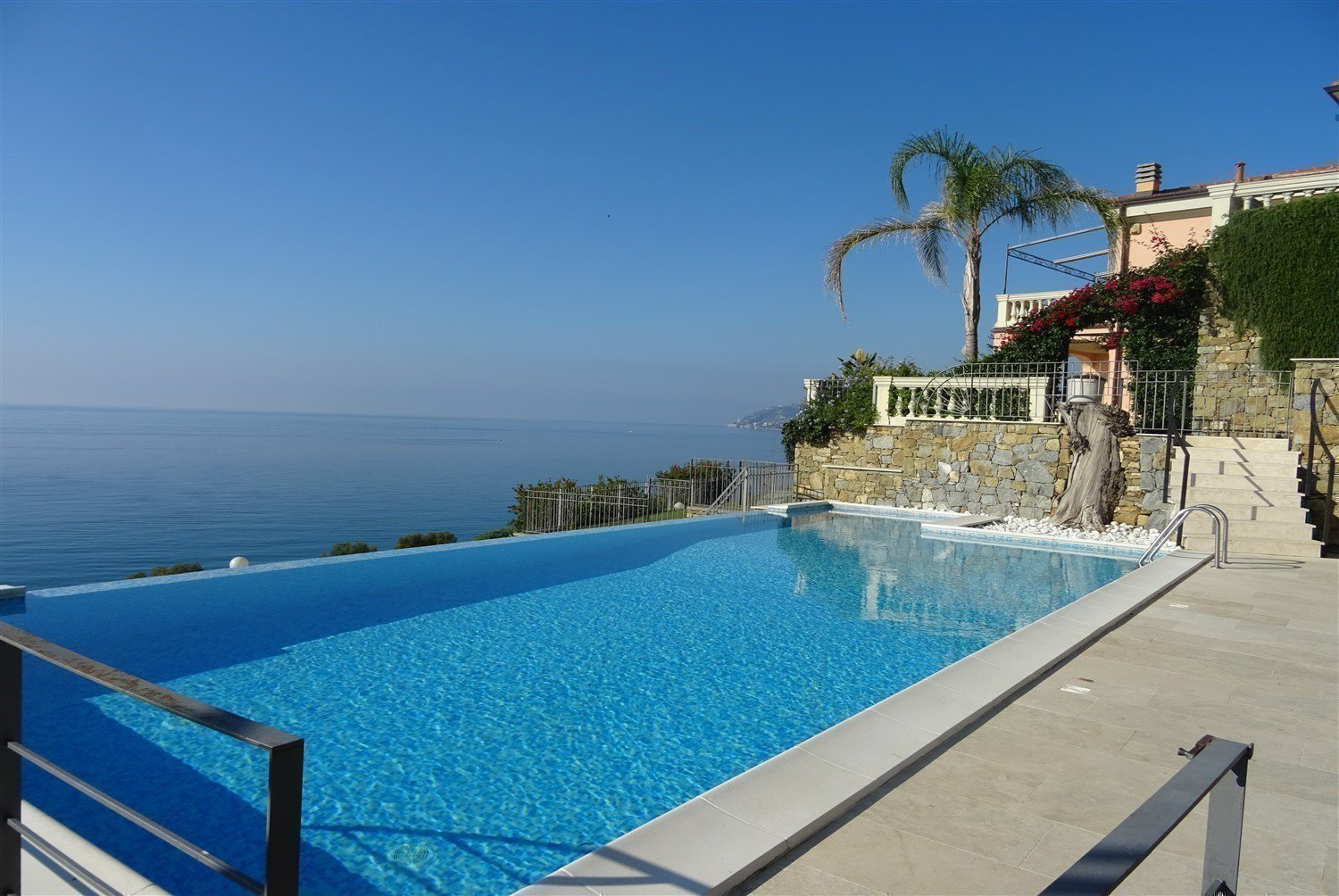 Dream apartment for sale in Sanremo sea view-swimming pool