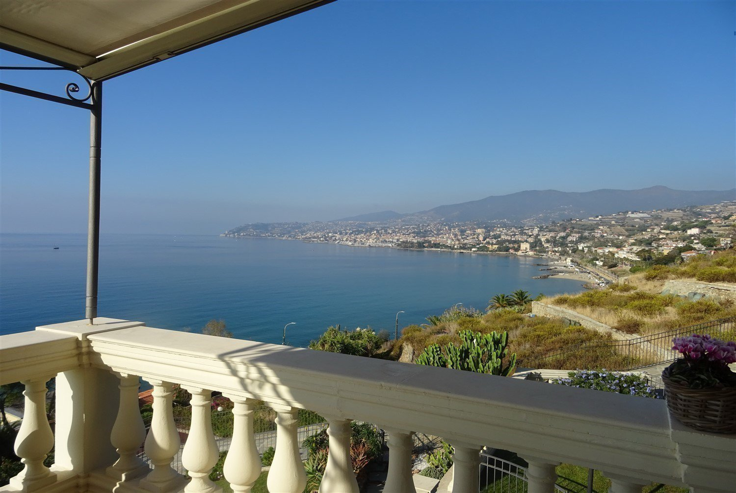 Dream apartment for sale in Sanremo sea- terrace with a sea view