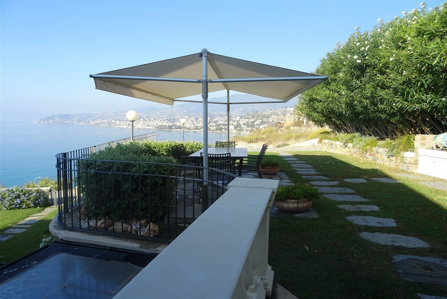 Dream apartment for sale in Sanremo sea-garden