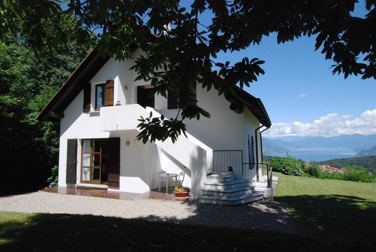 house for sale in Gignese with a lake view- external real estate