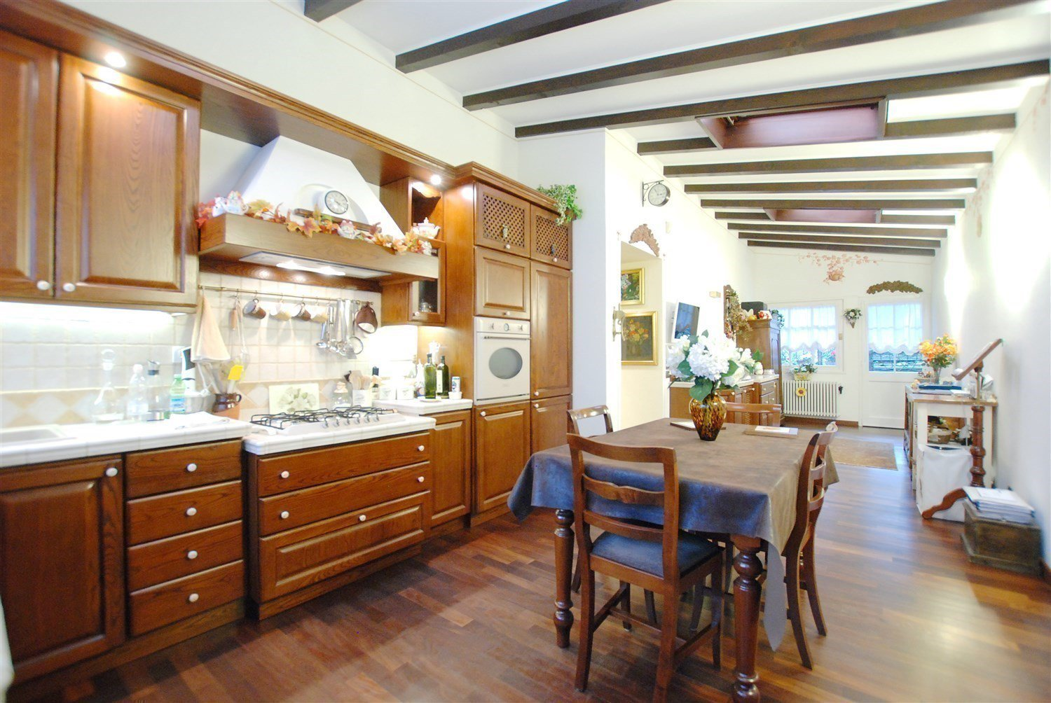 Luxurious villa for sale in Lesa - kitchen
