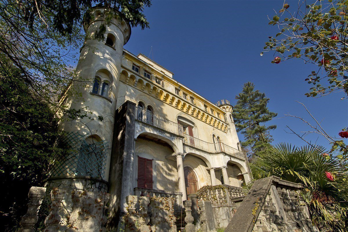 Castle for sale in Stresa on Lake Maggiore - facade