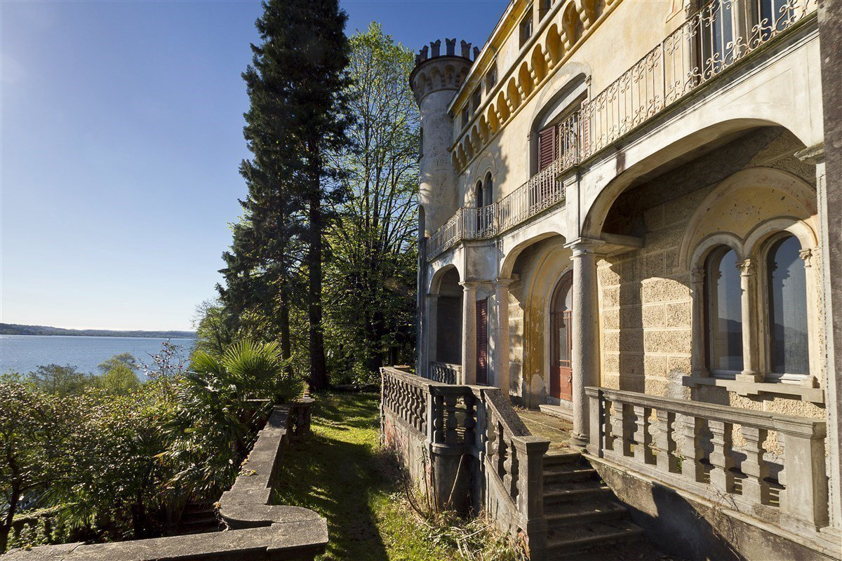 Castle for sale in Stresa on Lake Maggiore - outside