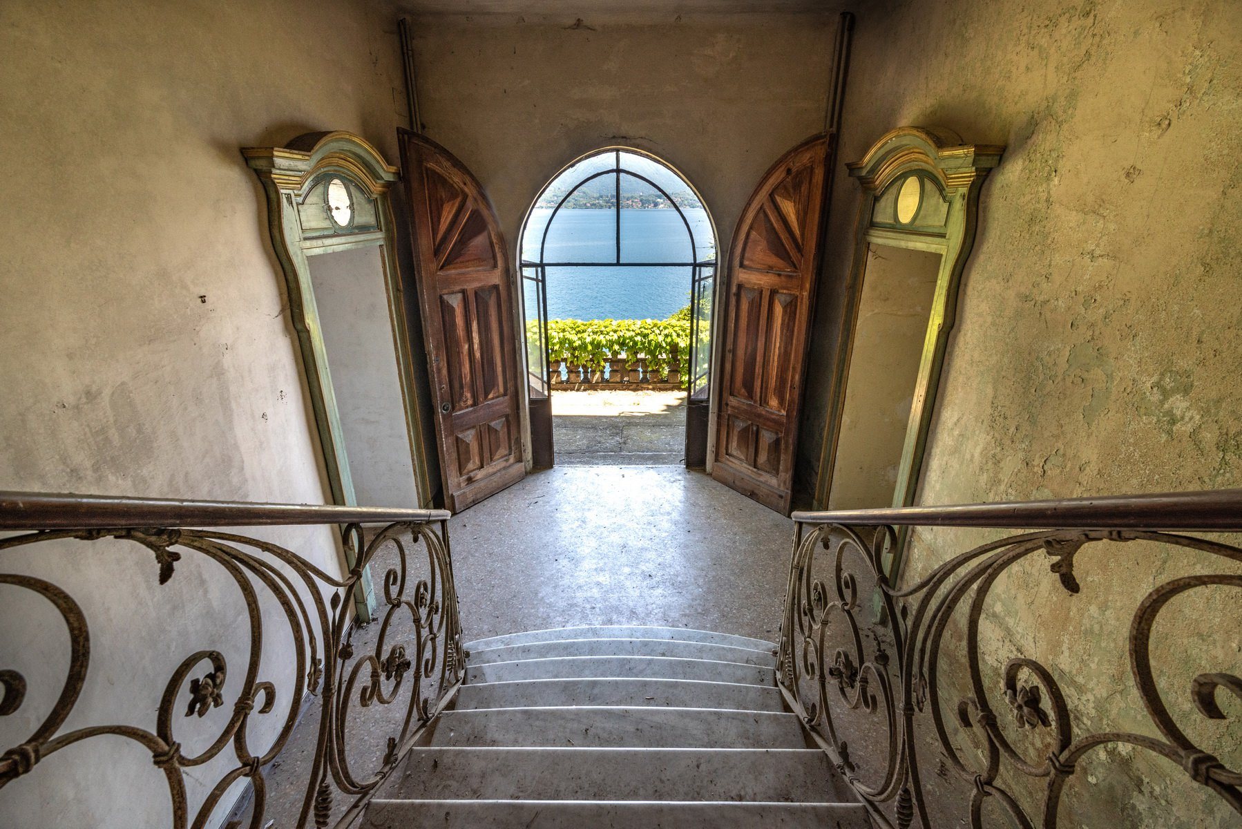Castle for sale in Stresa on Lake Maggiore - staircase