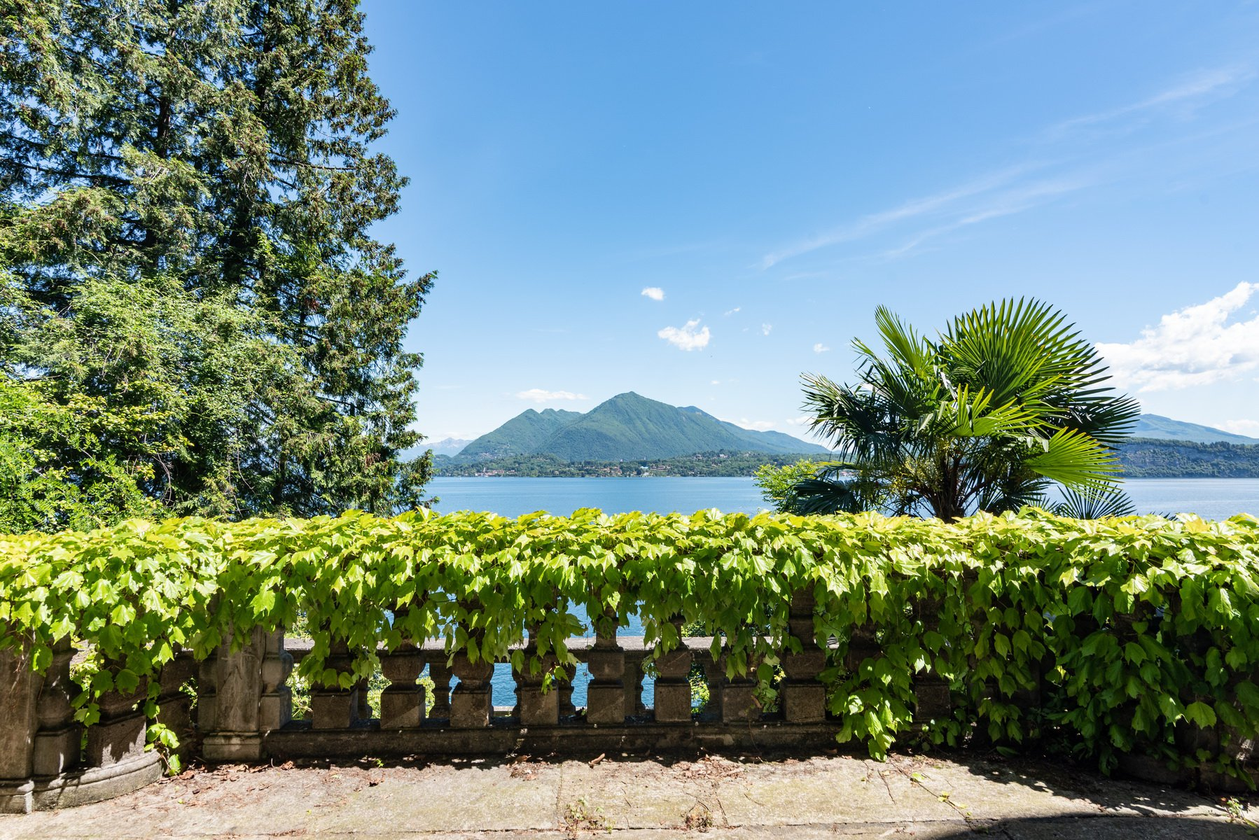 Castle for sale in Stresa on Lake Maggiore - lake view terrace