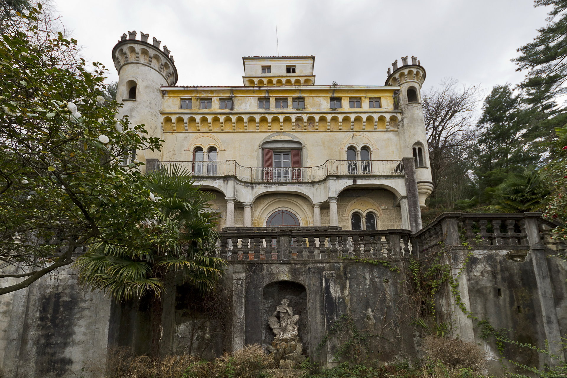 Castle for sale in Stresa on the Lake Maggiore shores