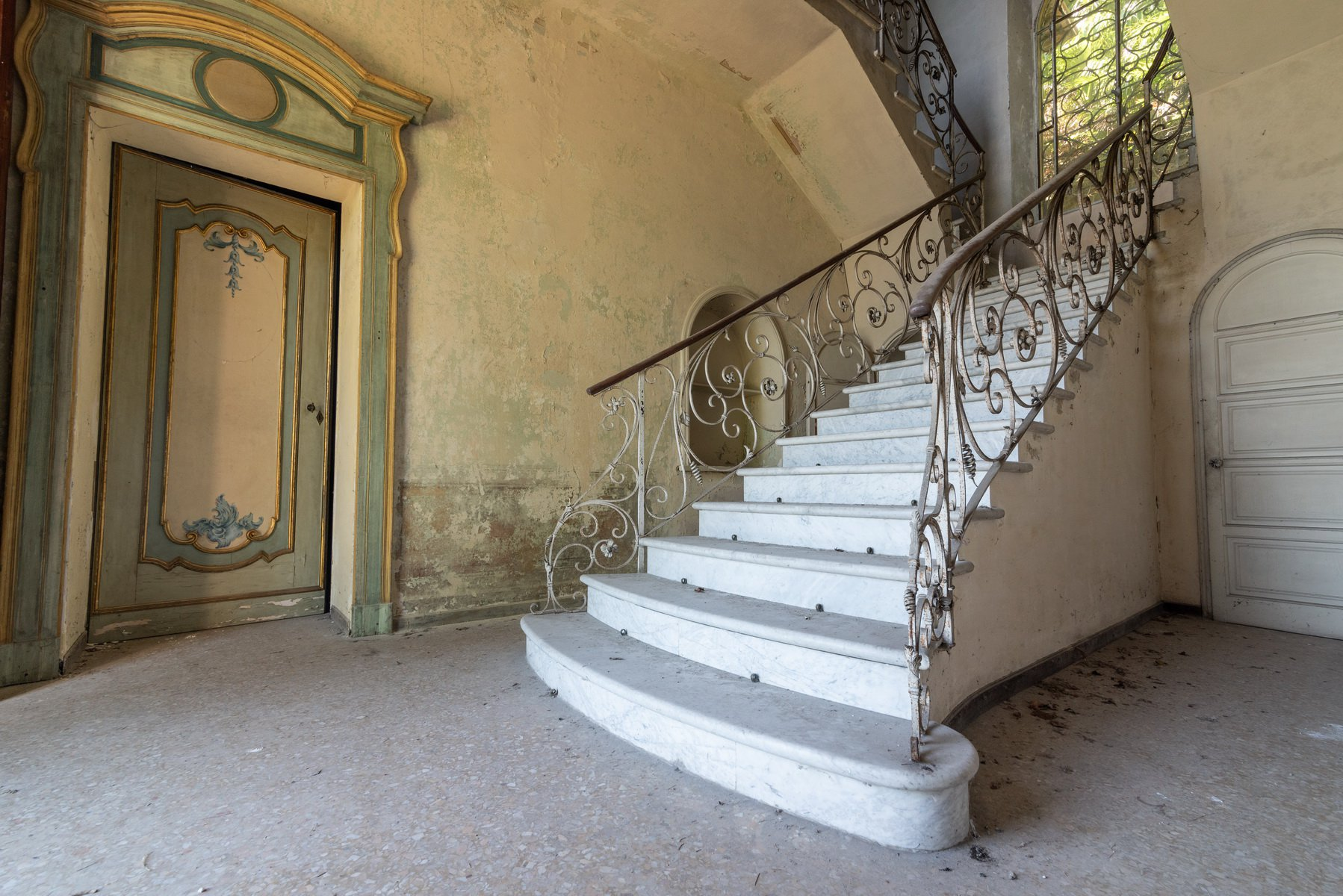 Castle for sale in Stresa on Lake Maggiore - stairs