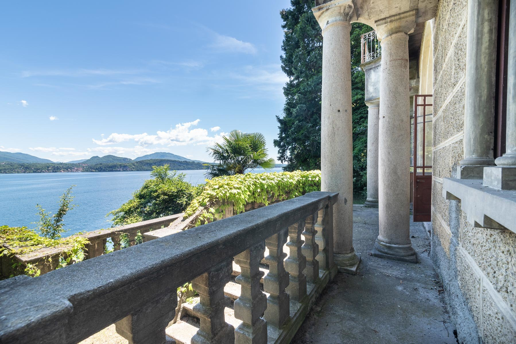 Castle for sale in Stresa on Lake Maggiore- lake view