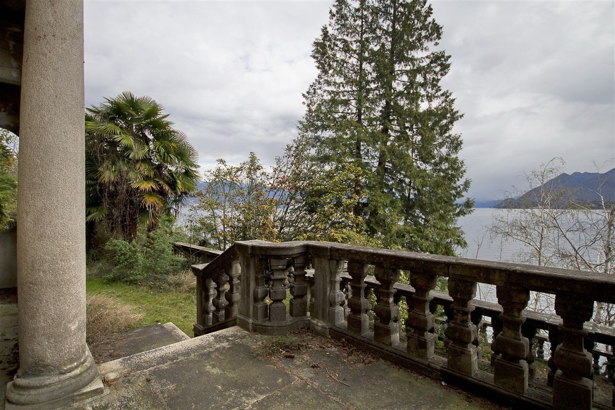 Castle for sale in Stresa on Lake Maggiore - panoramic view