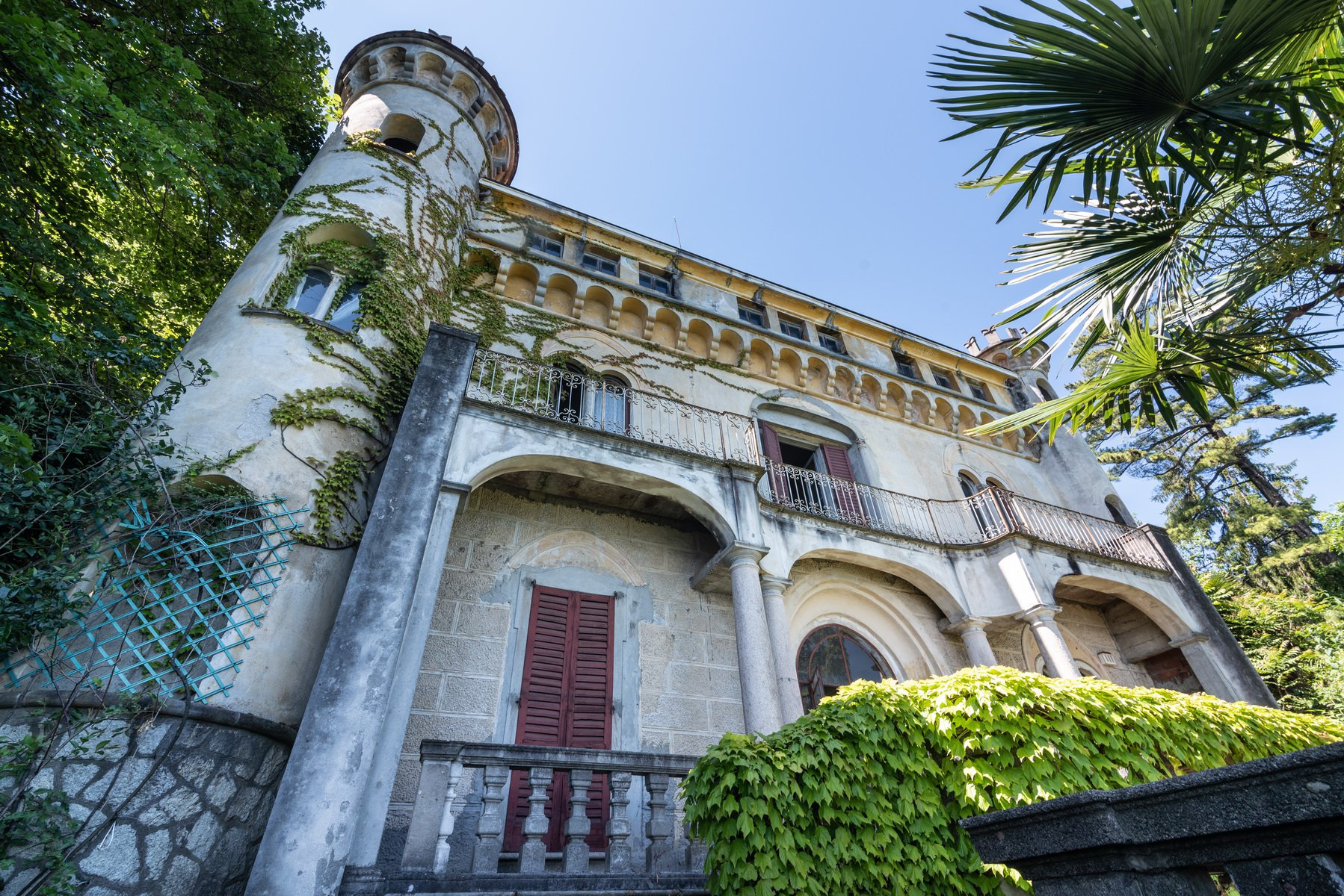 Castle for sale in Stresa on Lake Maggiore - external wall