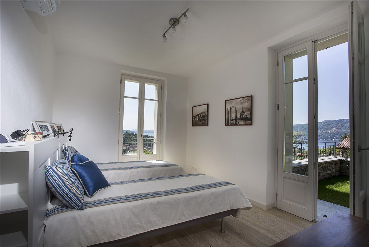 Exclusive villa for sale in Verbania, on Lake Maggiore - bedroom