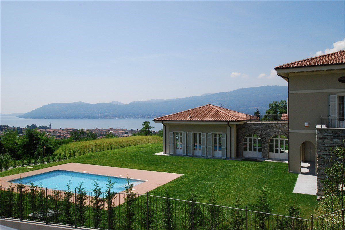 Exclusive villa for sale in Verbania, on Lake Maggiore - pool with panoramic lake view