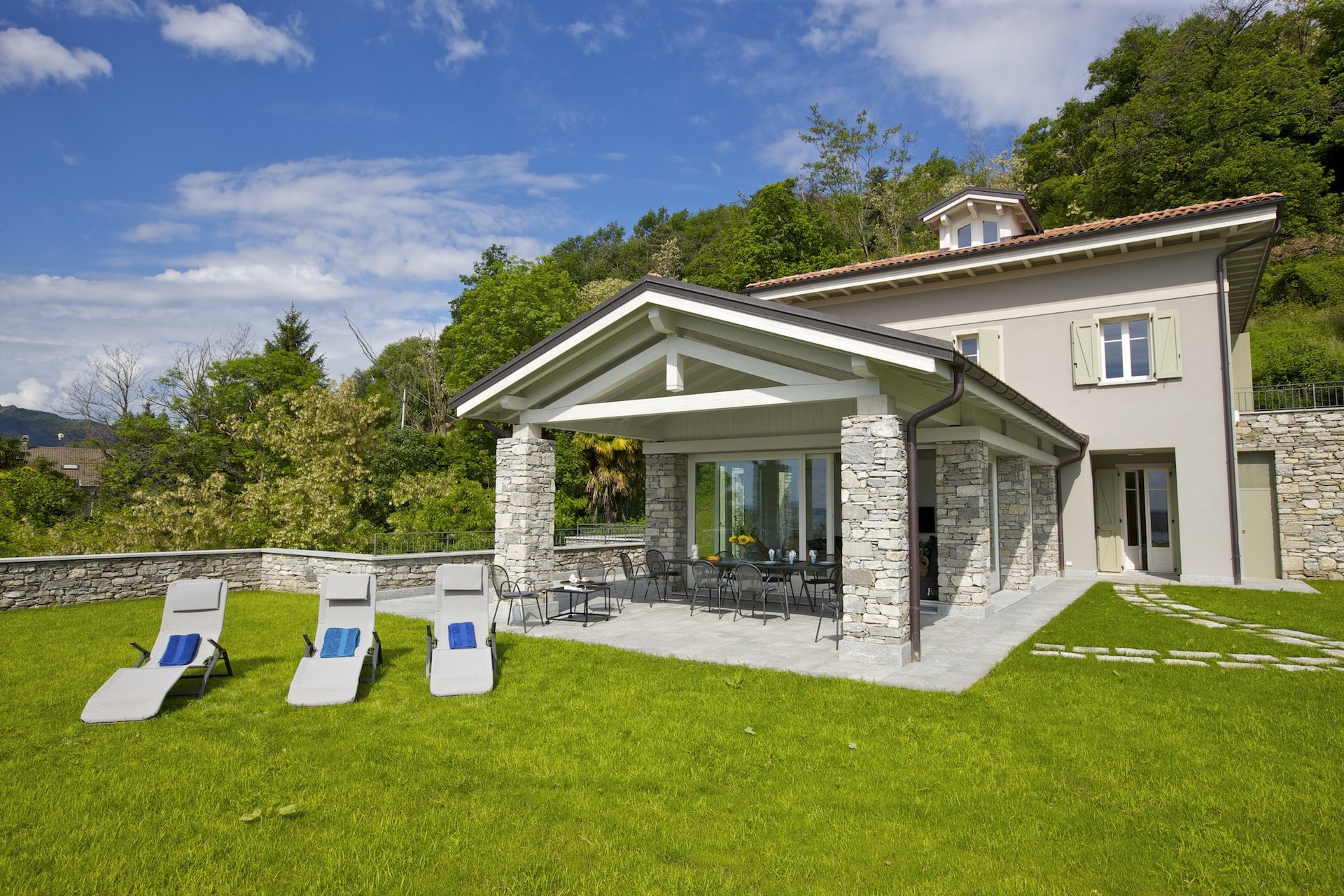 Luxury new villa for sale in Verbania - patio