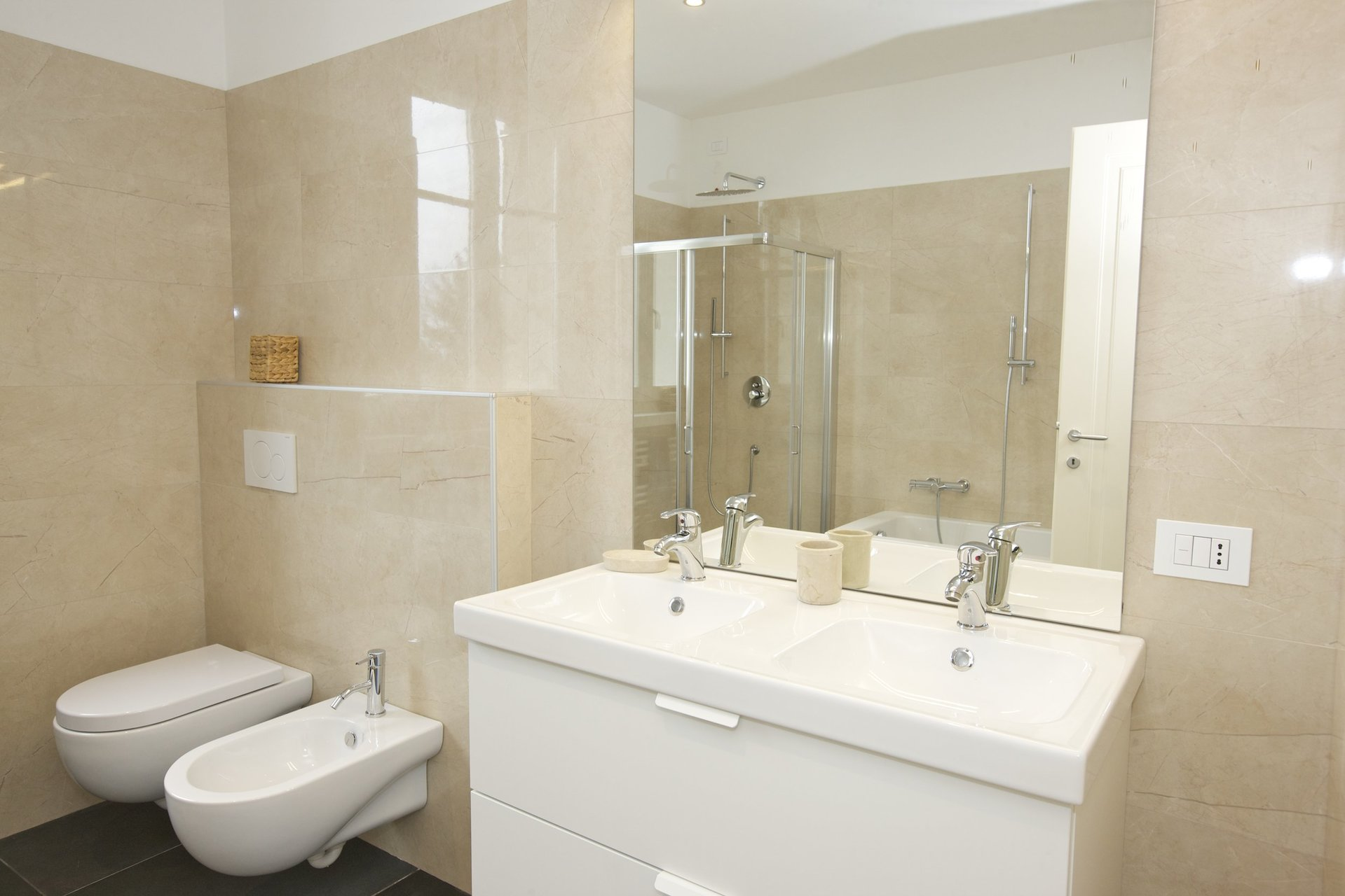 Luxury new villa for sale in Verbania - bathroom with shower
