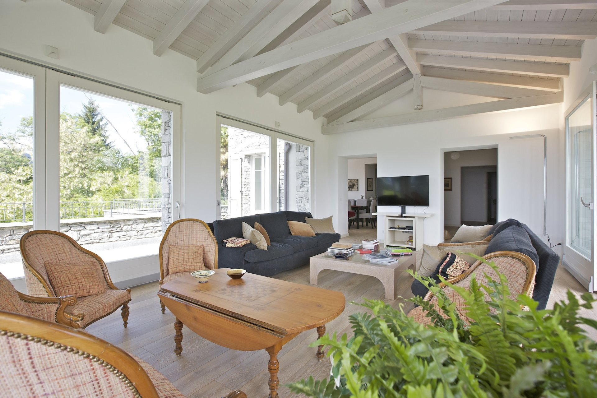 Luxury new villa for sale in Verbania - living room