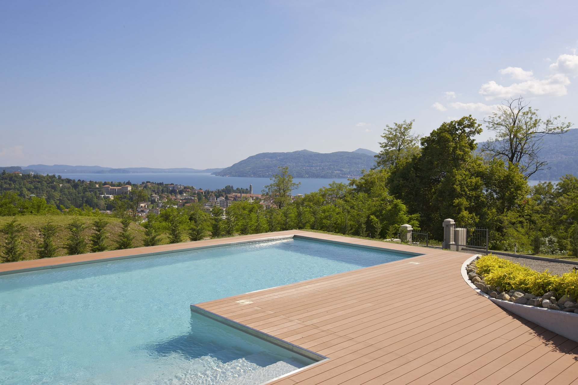 Luxury new villa for sale in Verbania - outdoor swimming pool