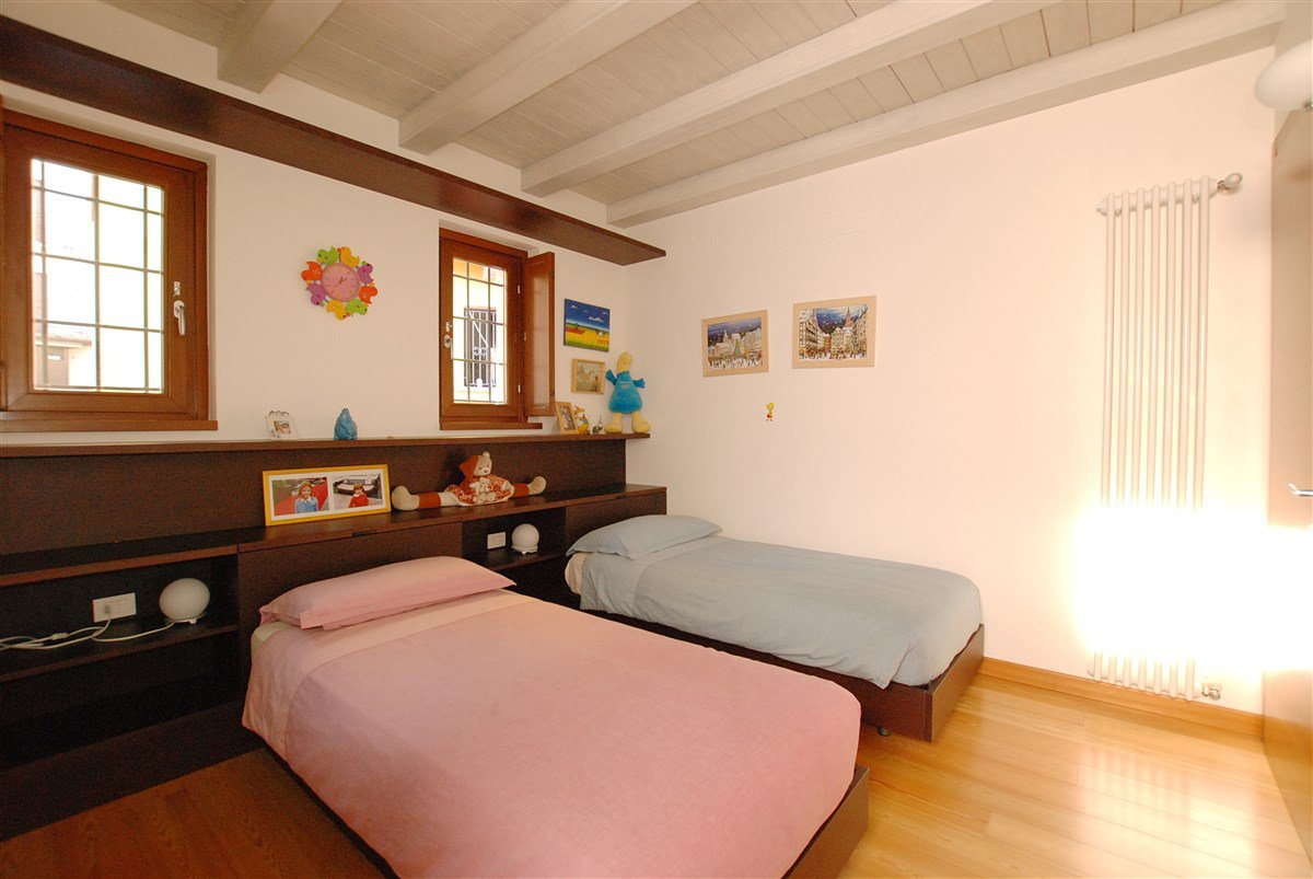 Rustic restored for sale in Stresa-  bedroom