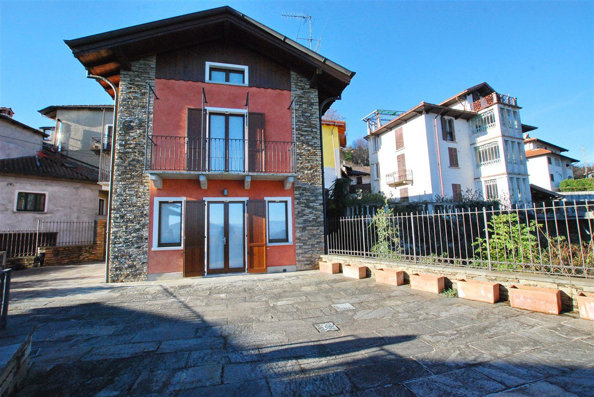 Renovated rustic house for sale in Stresa - facade