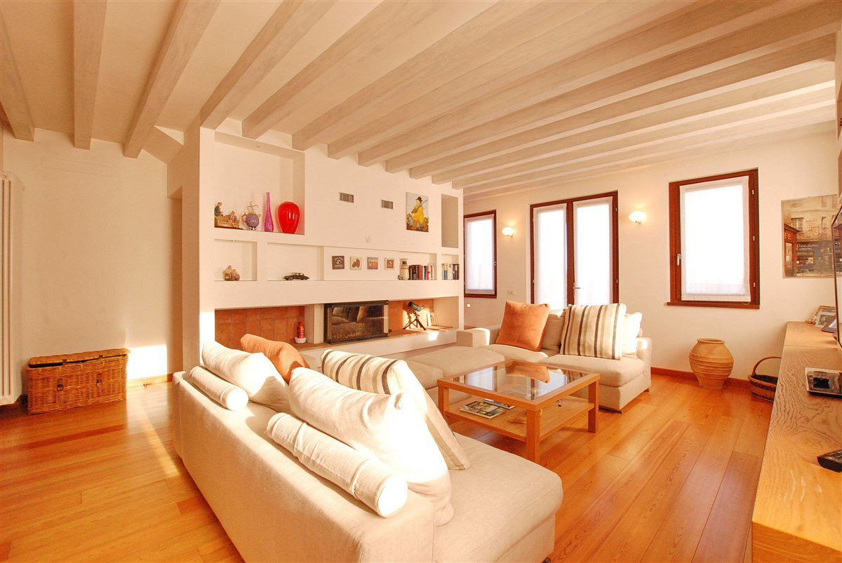 Renovated rustic house for sale in Stresa- bright living room