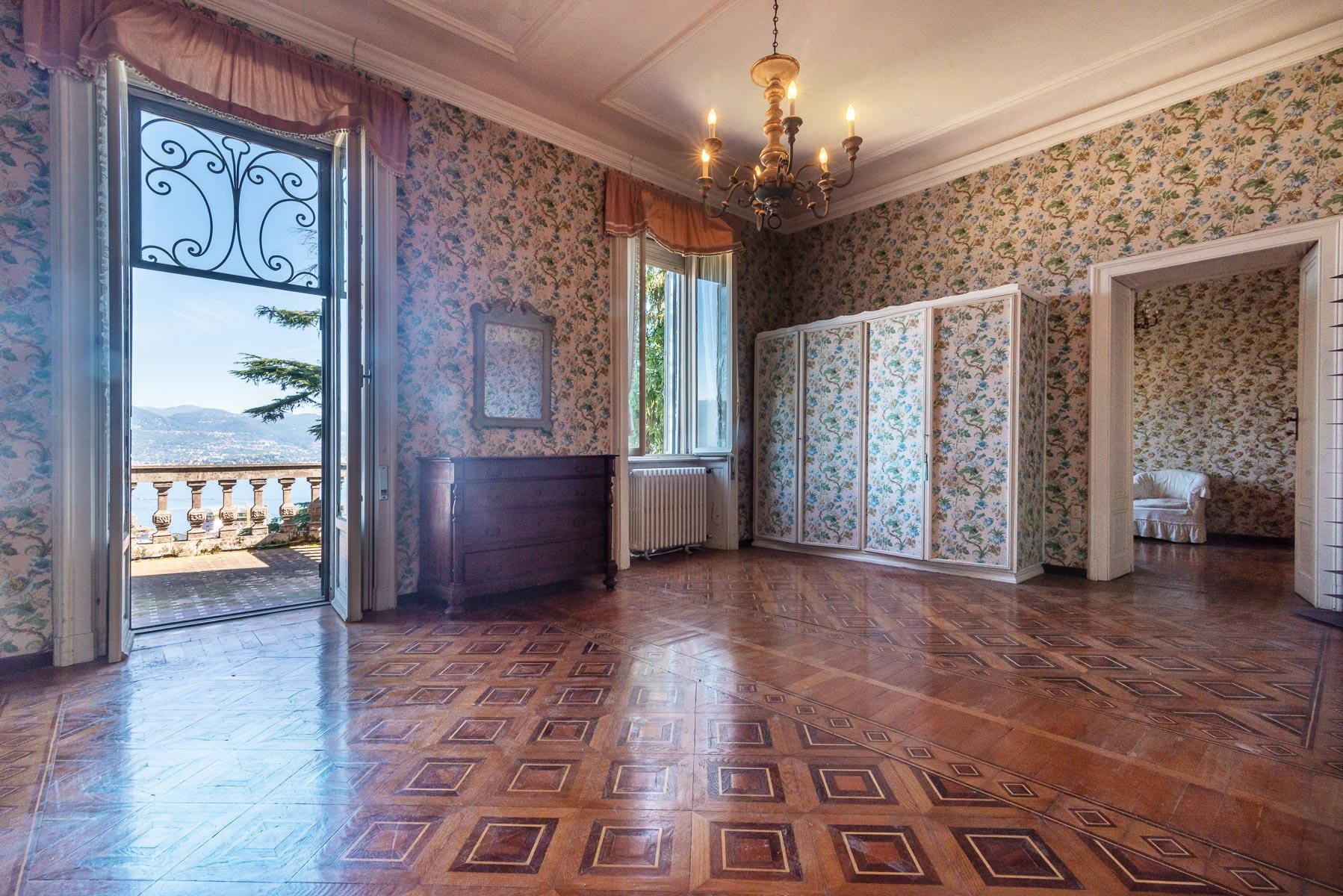Liberty villa for sale in Stresa - salon