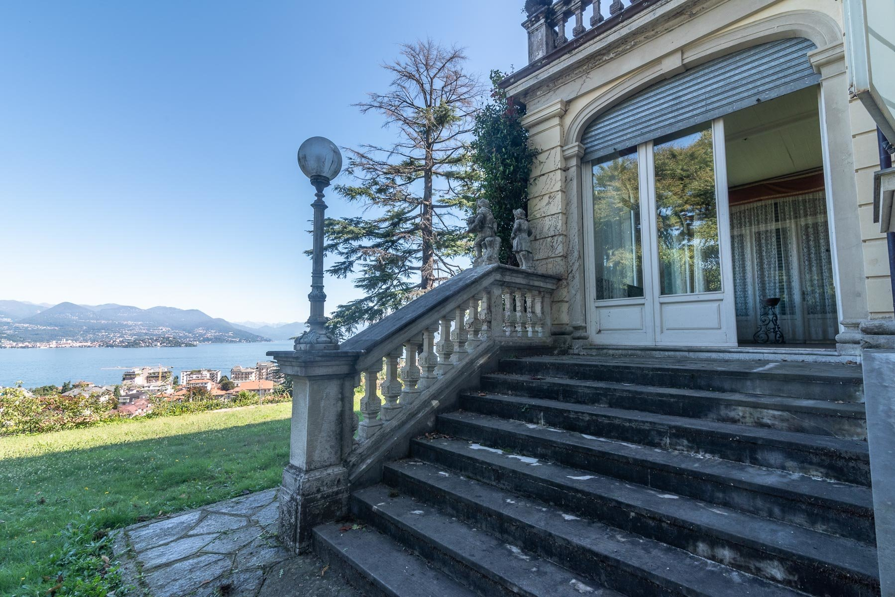 Liberty villa for sale in Stresa - lake view villa