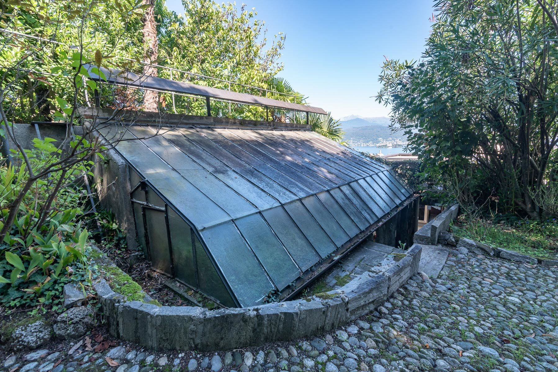 Liberty villa for sale in Stresa -  green house