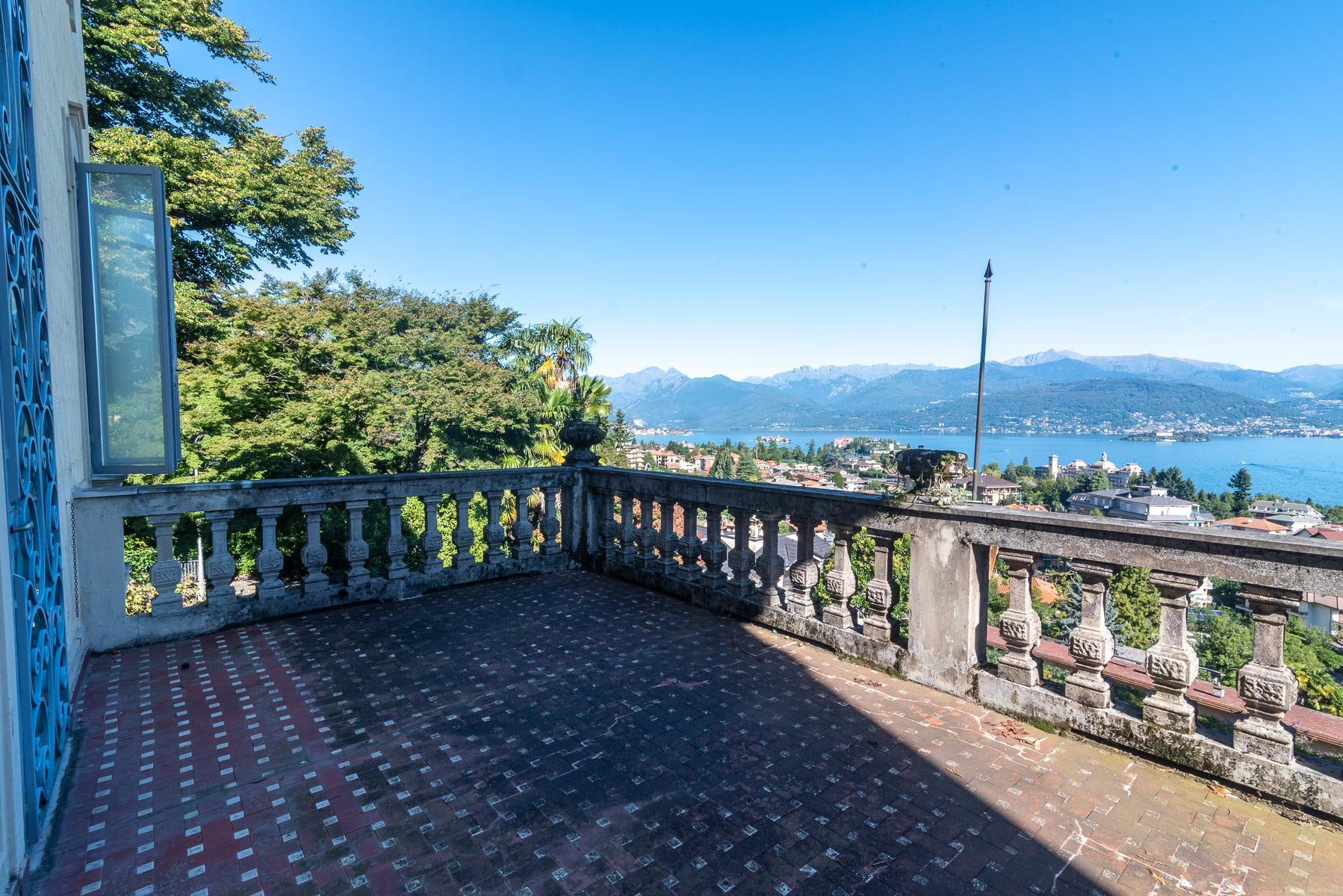 Liberty villa for sale in Stresa - terrace