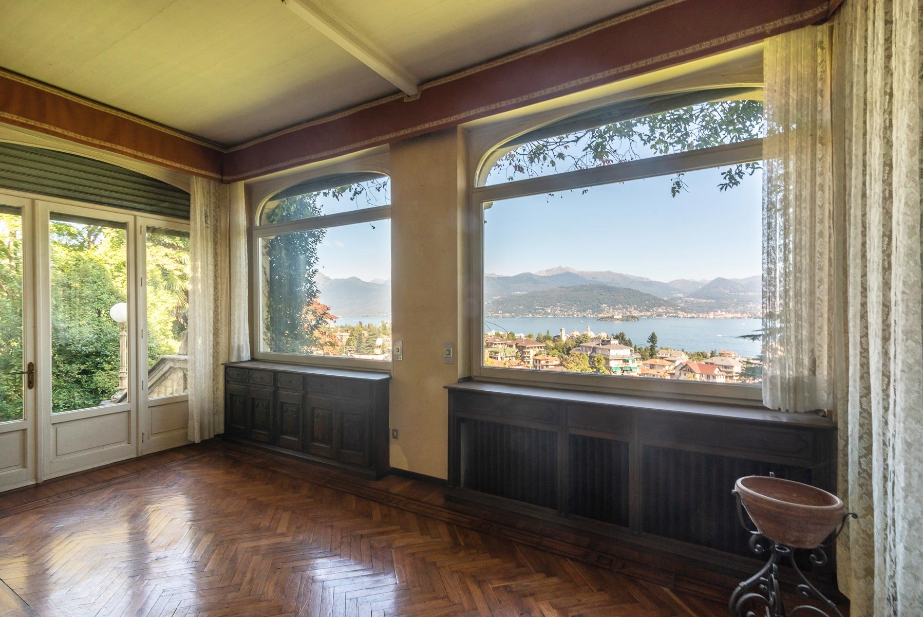 Villa liberty in vendita a Stresa - camera con vista