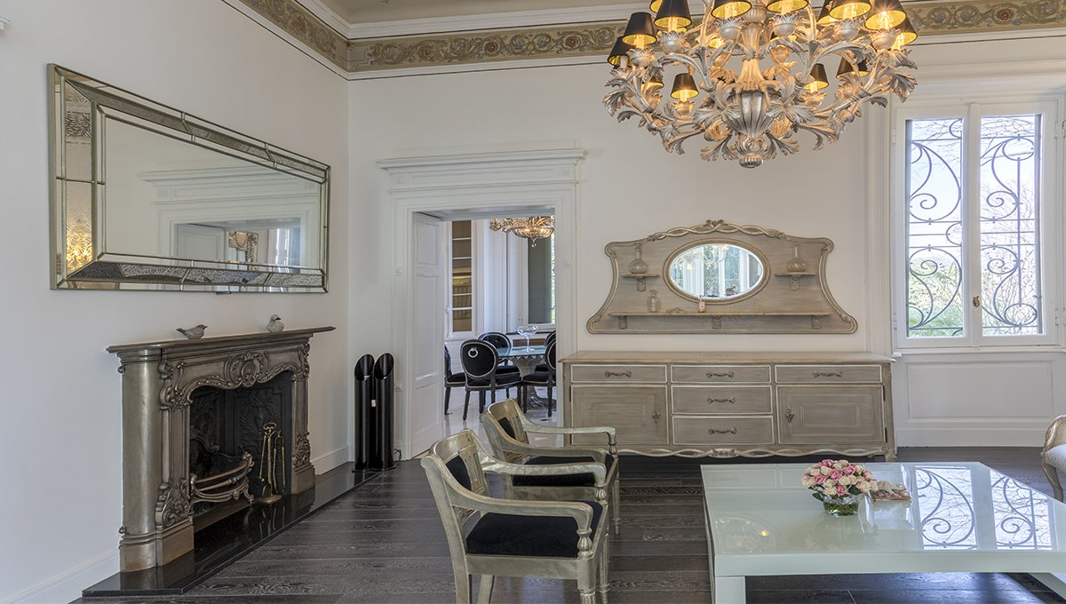 Prestigious liberty villa for sale in Stresa centre - fireplace living room