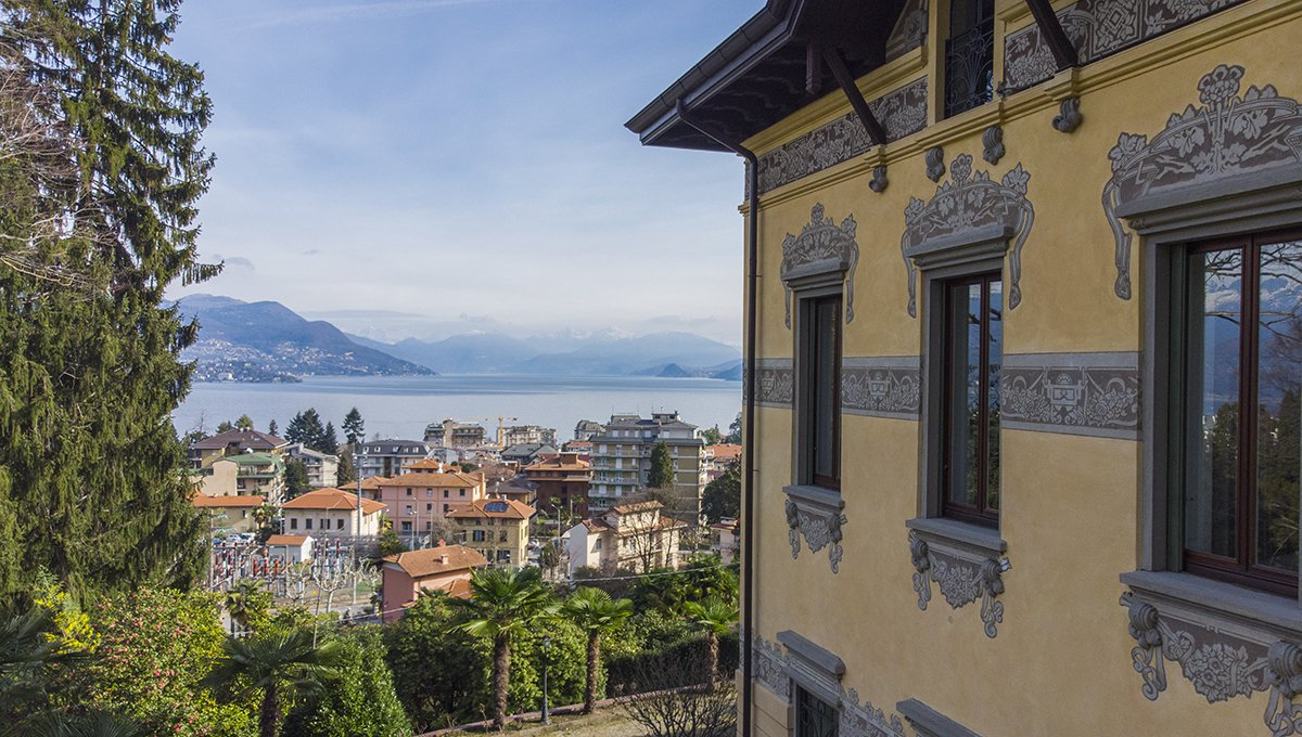 Prestigiuos liberty villa for sale in Stresa centre - view