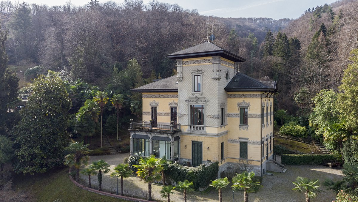 Prestigious liberty villa for sale in Stresa centre - facade