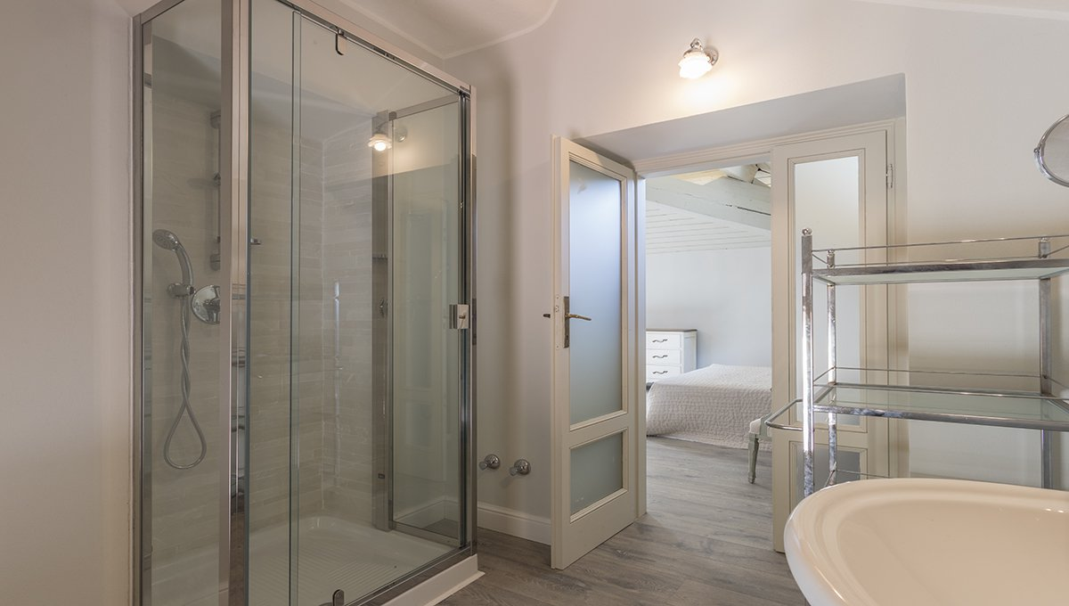 Prestigious liberty villa for sale in Stresa centre - bathroom