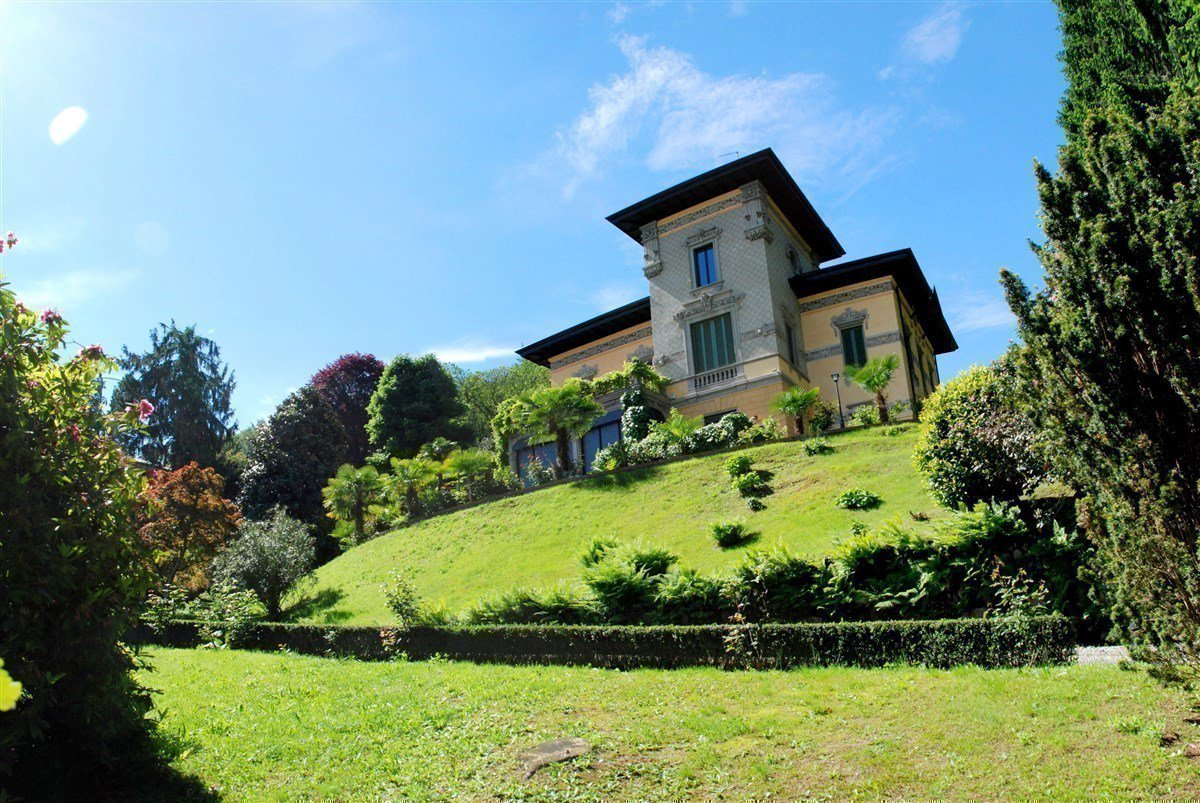 Prestigious liberty villa for sale in Stresa centre - outside