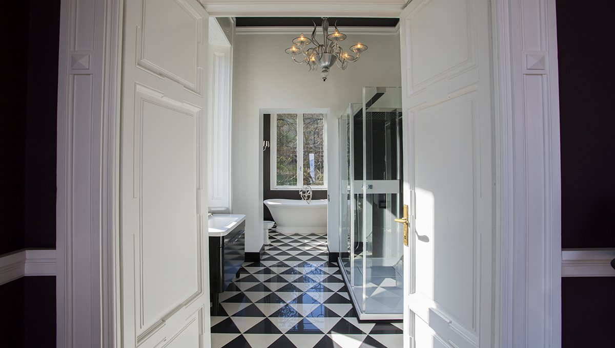 Prestigious liberty villa for sale in Stresa centre -  restroom